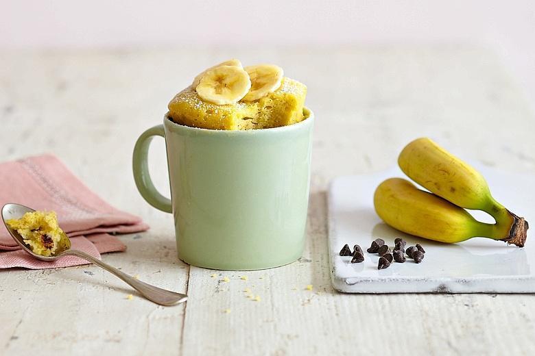 Банановый кекс с ирисками– печем в кружке в микроволновке