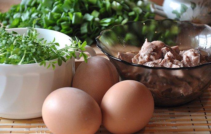 На скорую руку: салат с яйцом и печенью трески