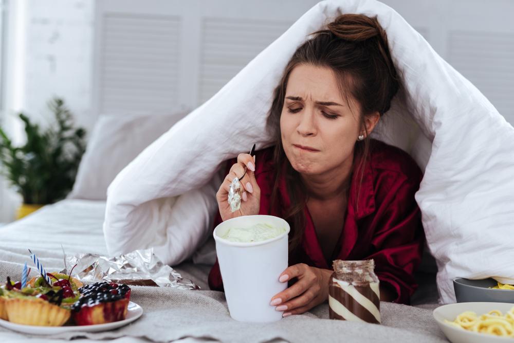 Как избежать переедания во время стресса?