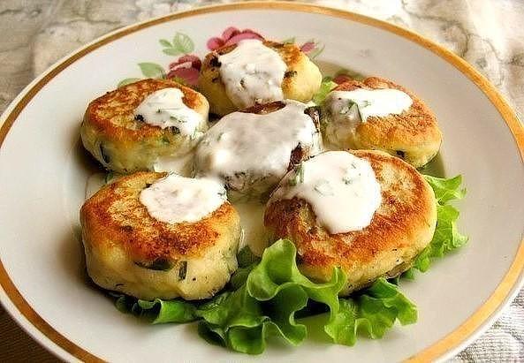 Как приготовить картофельные котлеты с кинзой и малосольной сельдью?