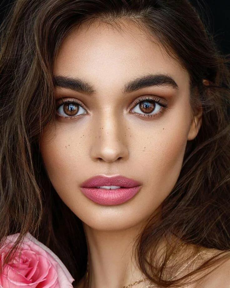 Модный макияж для увеличения глаз