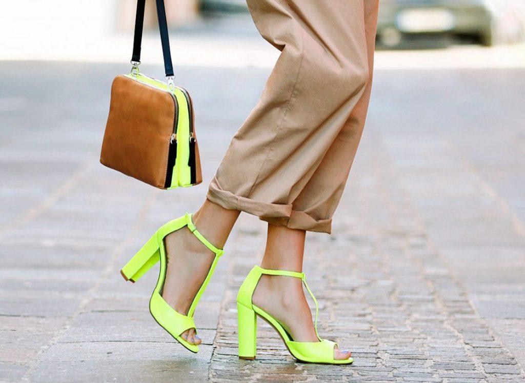 Неоновый цвет в женской одежде: примеры удачного сочетания, правила выбора и комбинирования вещей