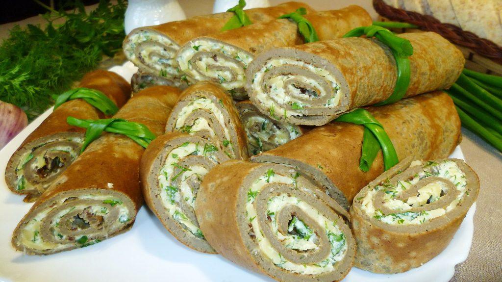 Печеночные трубочки с рубленой зеленью и сливочным сыром