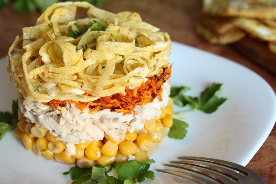 Слоеный салат с блинчиками
