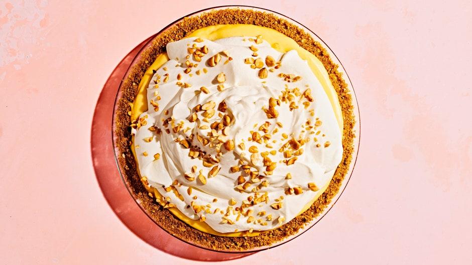 Банановый пирог с арахисом и медом